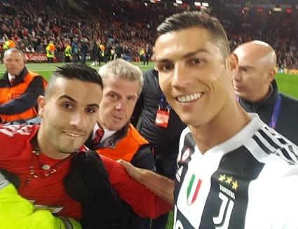 CDV chay vao san tran MU - Juventus la ban sao cua Ronaldo hinh anh