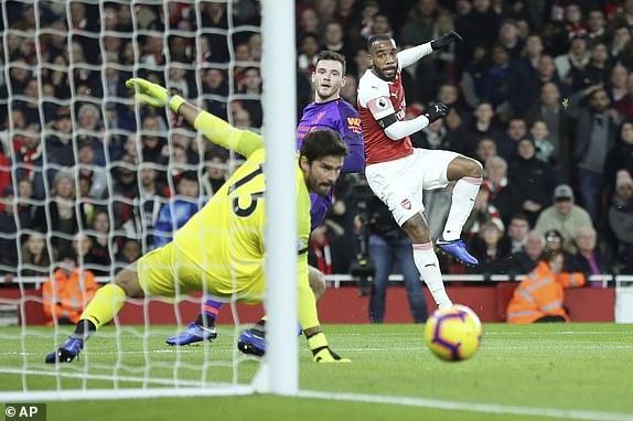 Arsenal 1-1 Liverpool: Tiec tan cong hap dan hinh anh 19