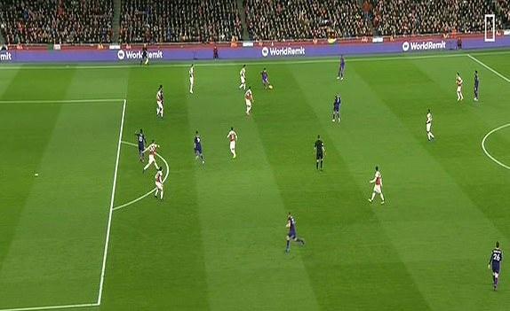 Arsenal 1-1 Liverpool: Tiec tan cong hap dan hinh anh 14