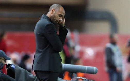 Henry cui dau nhin Monaco bi PSG vui dap tren san nha hinh anh