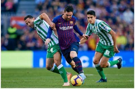 Vuot Ronaldo, Messi gianh cu dup giai ca nhan o La Liga hinh anh 2