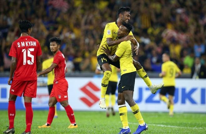 Nhấn chìm Myanmar, tuyển Malaysia cùng Việt Nam vào bán kết AFF Cup