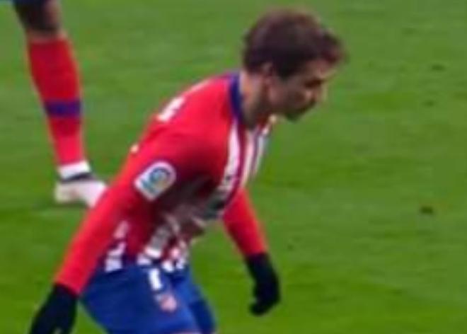 Khoanh khac Messi khien Griezmann xau ho gay chu y tren mang xa hoi hinh anh 2