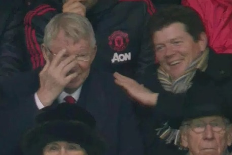 Sir Alex Ferguson bat cuoi khi MU thung luoi 2 lan trong 7 phut hinh anh