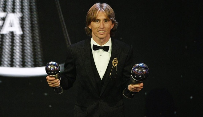Ronaldo,  Messi,  Qua bong vang,  Modric anh 3