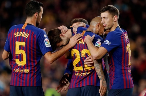Barca doi lai ngoi dau bang sau tran thang Villarreal hinh anh 1