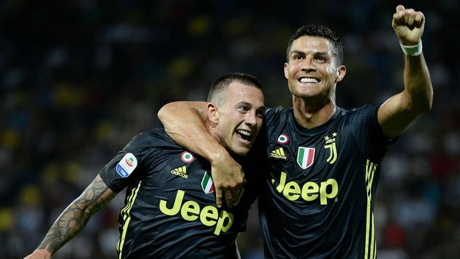 Ronaldo,  Messi,  Qua bong vang,  Modric anh 5