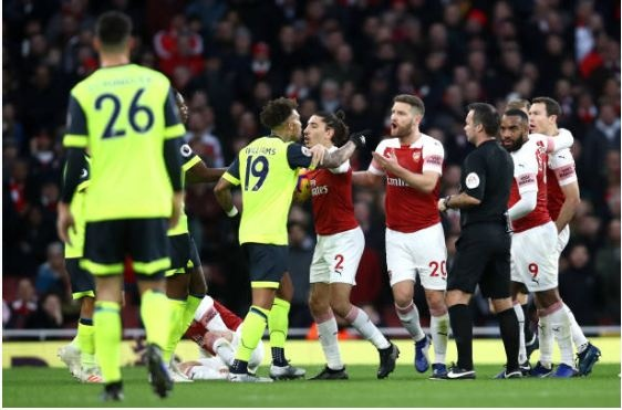 Lucas Torreira lap sieu pham, Arsenal duy tri mach bat bai hinh anh 18