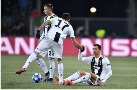 Ronaldo vo duyen, Juventus thua Young Boys 1-2 hinh anh 10