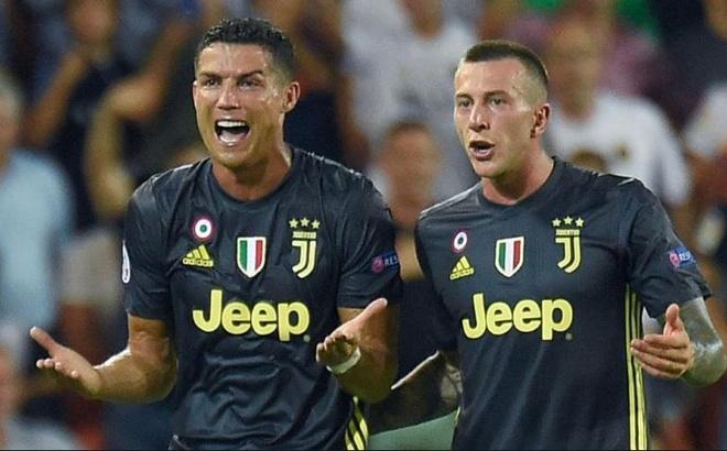 Ronaldo bi loai khoi doi hinh hay nhat vong bang Champions League hinh anh