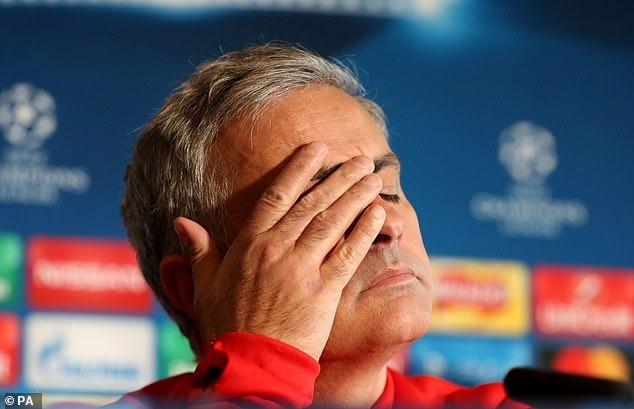 Pogba dang anh day an y sau khi Mourinho bi sa thai hinh anh 1