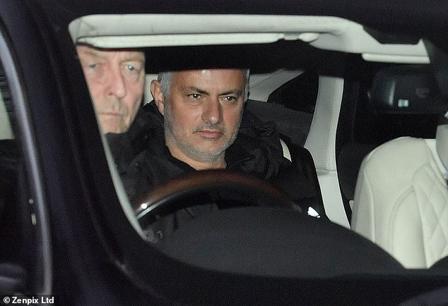 Mourinho nhan khoan tien den bu khong lo sau khi chia tay MU hinh anh