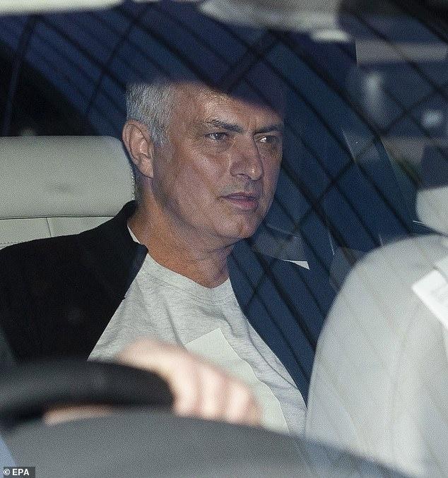 Paul Pogba di tu thien vai gio sau khi HLV Mourinho bi sa thai hinh anh 8