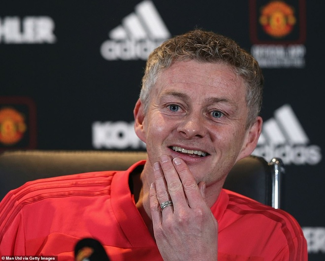 Solskjaer: 'Cau thu MU can than, toi cung co may say toc' hinh anh 2
