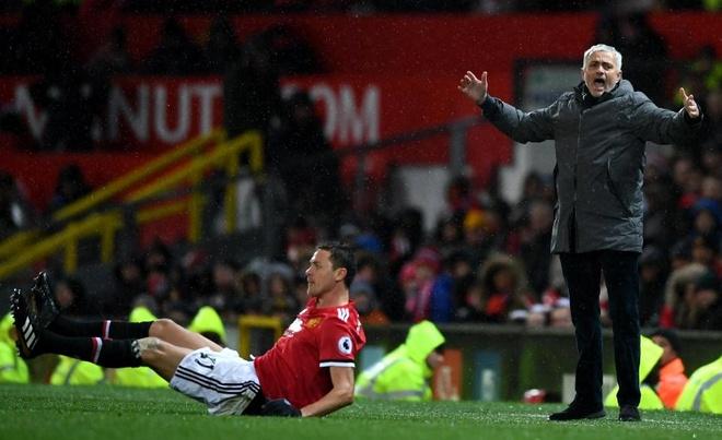 Matic ngam trach moc dong doi khi HLV Mourinho bi sa thai hinh anh 1