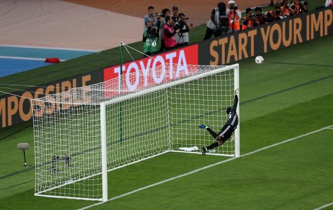 Chu nha UAE chat vat gianh 1 diem o tran ra quan Asian Cup 2019 hinh anh 14