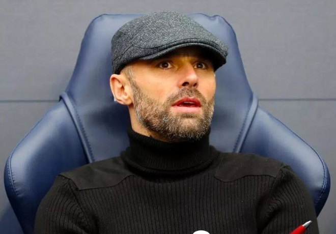 HLV doi hang nhat hoa trang thanh Pep Guardiola khi doi dau Man City hinh anh
