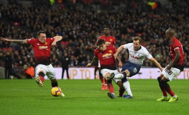 Tottenham 0-1 Man Utd: De Gea choi xuat sac hinh anh 39