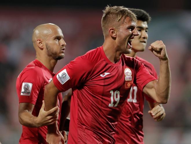 Kyrgyzstan 3-1 Philippines: Nhiem vu tuyen Viet Nam them kho khan hinh anh 12