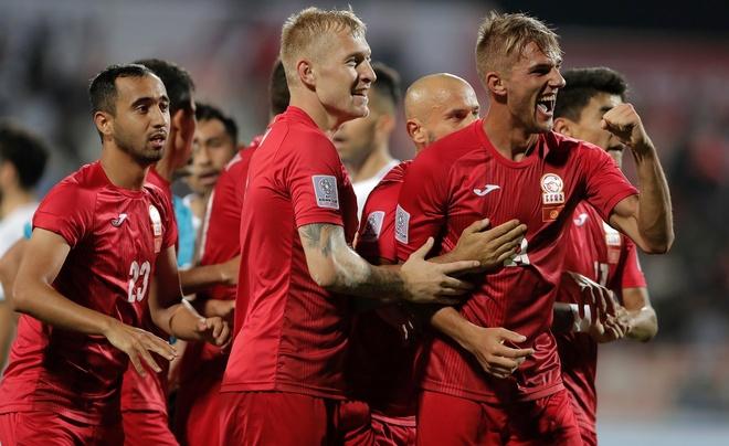 Kyrgyzstan 3-1 Philippines: Nhiem vu tuyen Viet Nam them kho khan hinh anh 13