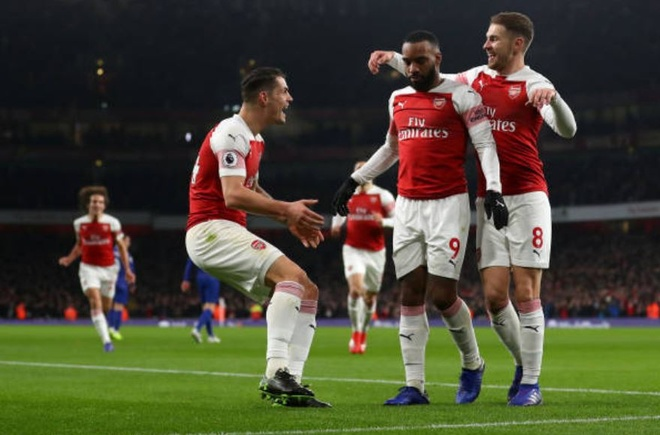 Chelsea nga ngua, Arsenal va MU ap sat top 4 hinh anh 10