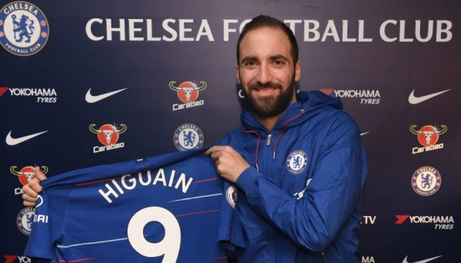 Higuain gia nhap Chelsea, mang so ao dinh loi nguyen o Stamford Bridge hinh anh