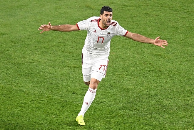 Ha Trung Quoc 3-0, Iran hien ngang vao ban ket Asian Cup hinh anh 10