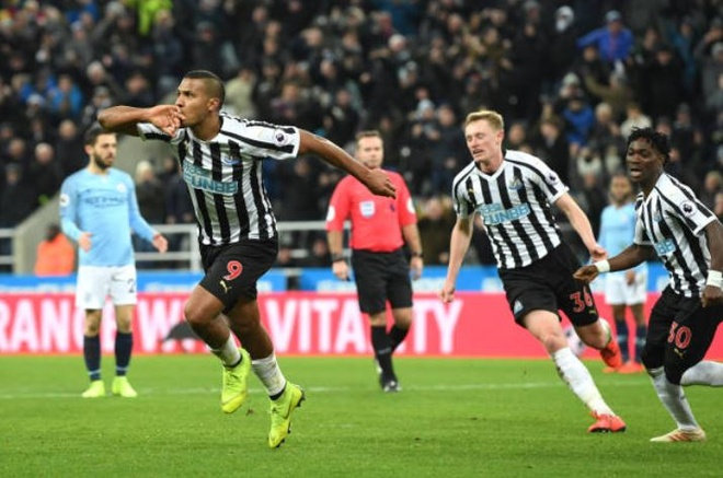 Thua nguoc Newcastle, Man City dung truoc nguy co bi Liverpool bo xa hinh anh 2