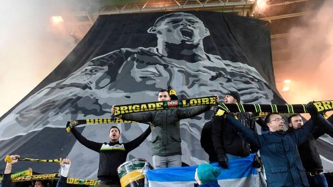 HLV Nantes roi nuoc mat trong phut tuong niem Emiliano Sala hinh anh 1