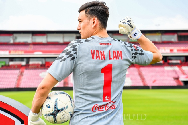 Van Lam rang ro trong buoi tap dau tien cung Muangthong United hinh anh 2