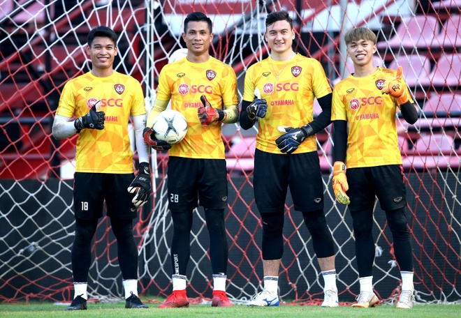 Van Lam rang ro trong buoi tap dau tien cung Muangthong United hinh anh 3