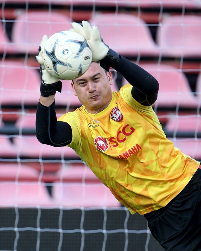 Van Lam rang ro trong buoi tap dau tien cung Muangthong United hinh anh 5