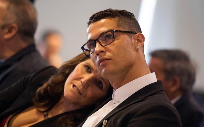 Me Ronaldo phai gianh giat su song voi benh ung thu hinh anh
