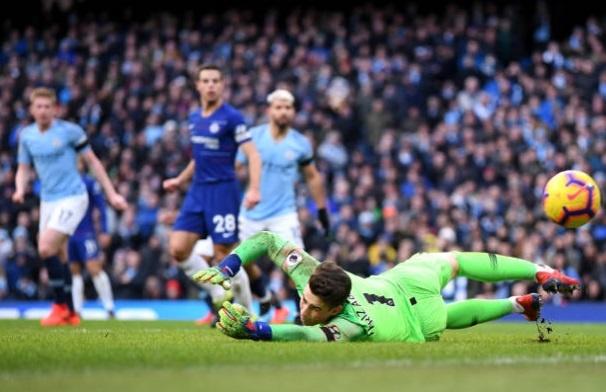 De bep Chelsea 6-0, Man City tro lai ngoi dau Premier League hinh anh 23