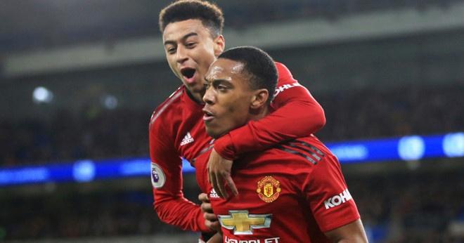 Chelsea 0-2 Man Utd: Pogba ruc sang hinh anh 4