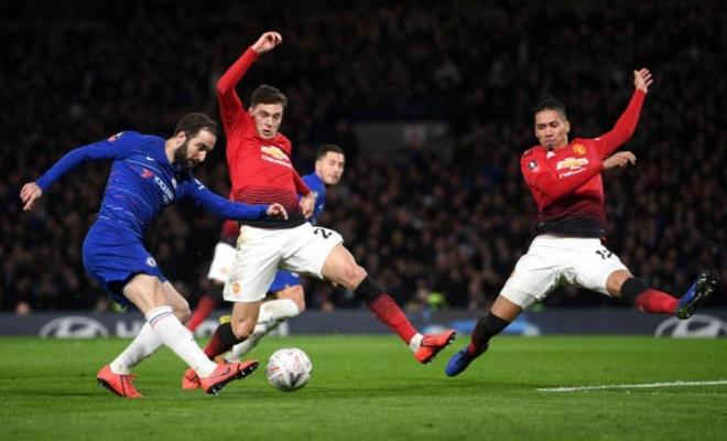 Chelsea 0-2 Man Utd: Pogba ruc sang hinh anh 28