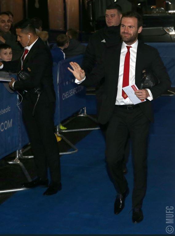 Chelsea 0-2 Man Utd: Pogba ruc sang hinh anh 10