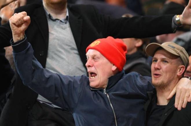 Chelsea 0-2 Man Utd: Pogba ruc sang hinh anh 24