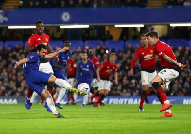Chelsea 0-2 Man Utd: Pogba ruc sang hinh anh 21