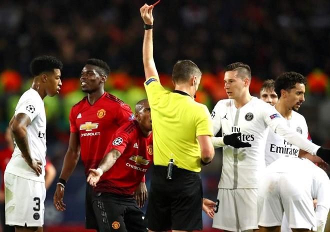 Chelsea 0-2 Man Utd: Pogba ruc sang hinh anh 5