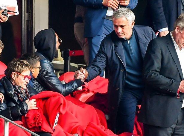 Chelsea 0-2 Man Utd: Pogba ruc sang hinh anh 6