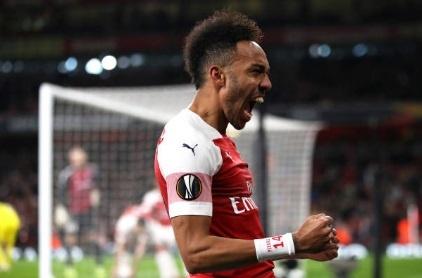 Cap trung ve toa sang dua Arsenal vao vong 1/8 Europa League hinh anh 1