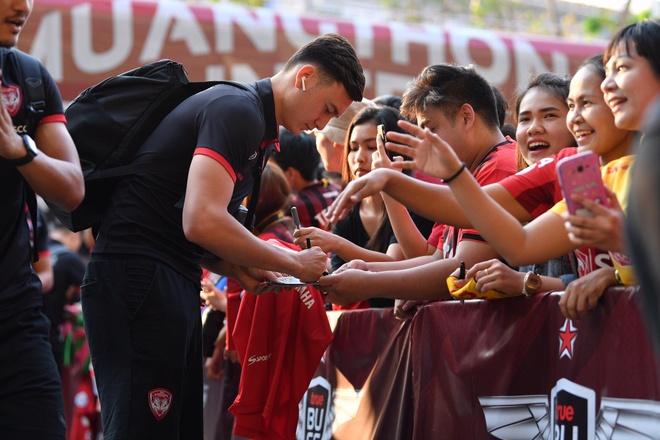 Van Lam de lot luoi, Muangthong United thua tran thu 2 lien tiep hinh anh 6