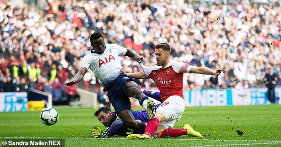 Tottenham 1-1 Arsenal: 2 qua 11 m gay tranh cai hinh anh 1