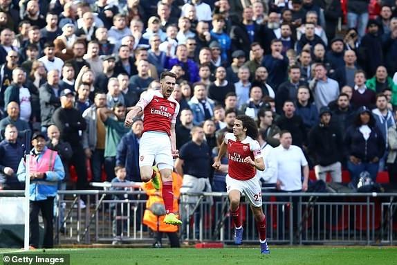 Tottenham 1-1 Arsenal: 2 qua 11 m gay tranh cai hinh anh 17