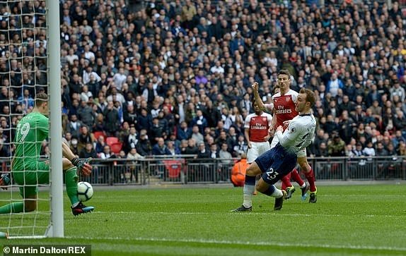 Tottenham 1-1 Arsenal: 2 qua 11 m gay tranh cai hinh anh 20