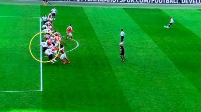 Trong tai sai lam o ca 2 qua 11 m khien Arsenal mat chien thang hinh anh 1