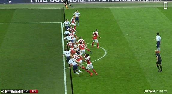 Tottenham 1-1 Arsenal: 2 qua 11 m gay tranh cai hinh anh 25