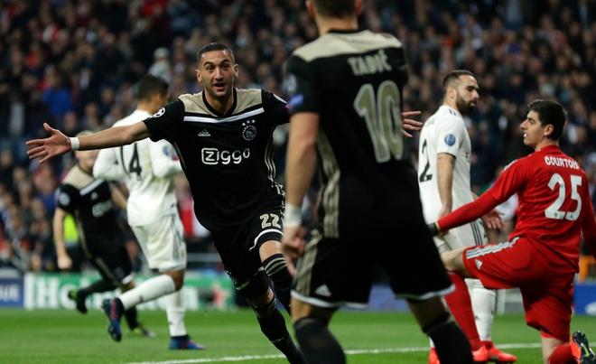 Ramos tuc gian nhin dong doi thua tham Ajax tren san nha hinh anh 5