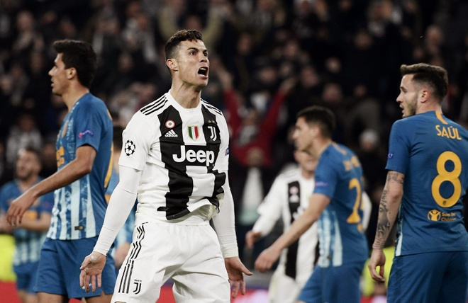 Ronaldo an mung che nhao HLV Simeone sau khi lap hat-trick hinh anh 2